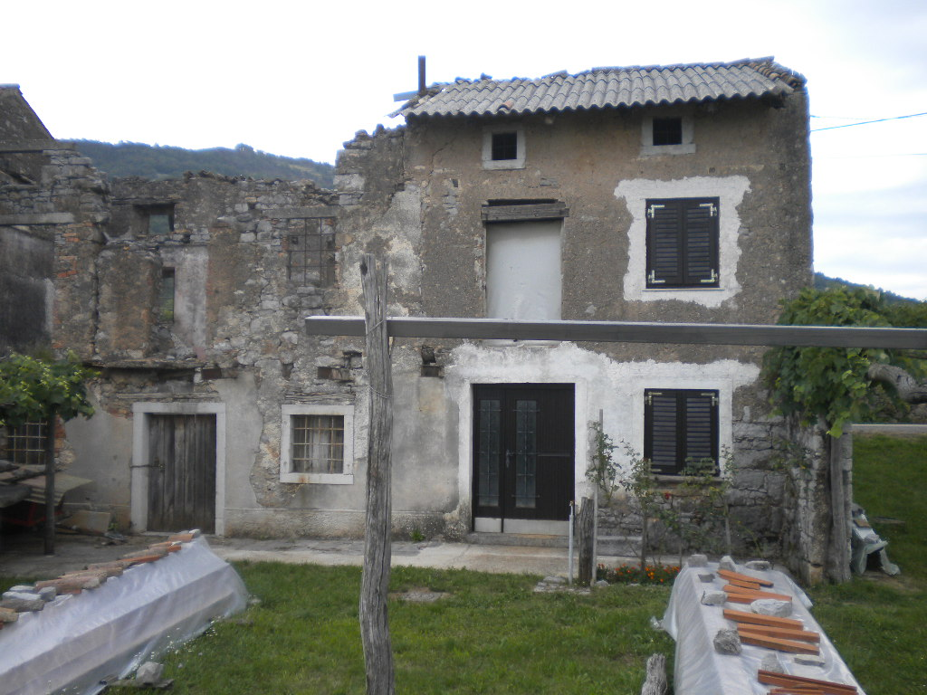 Obnova stare kraške hiše v Lipi